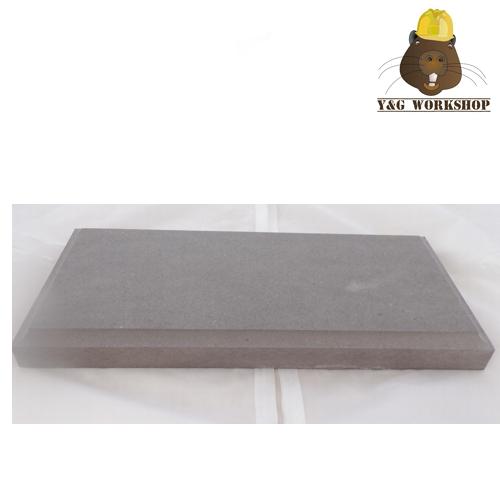 Socle gris rectangulaire